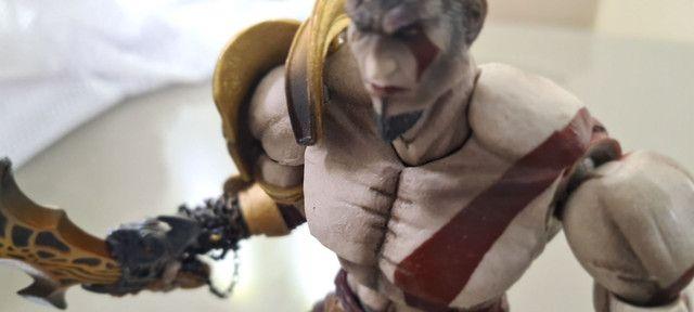 Actions Figures PlayArts Kay Ezio Assassins Creed e Kratos God of War Troco por jogos PS4 - Foto 4