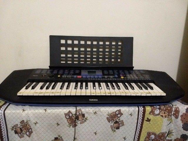 teclado yamaha modelo psr-78 em ótimo estado, com fonte e apoio para partitura. - Foto 3