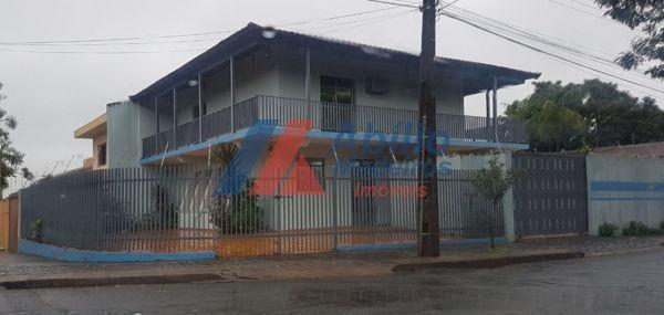 Casa  com 3 quartos - Bairro Bancários em Londrina