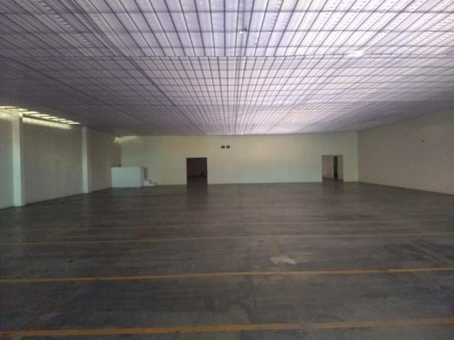 Galpão industrial 2000m², com docas, pé direito alto, piso de alta resistencia - Foto 8