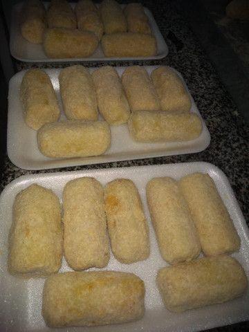 Bombom e salgados congelados e sobre mesas e panetone salgado vários sabores - Foto 6