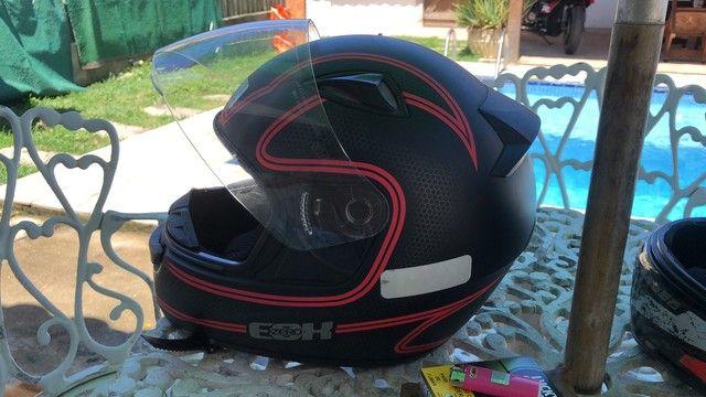 Vendo conjunto de capacete, numeração de ambos 58 - Foto 3