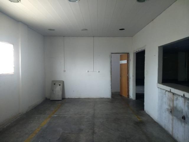 Galpão industrial 2000m², com docas, pé direito alto, piso de alta resistencia - Foto 2