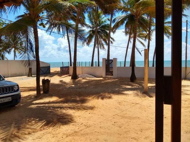 Vendo casa à beira mar (pé na areia)