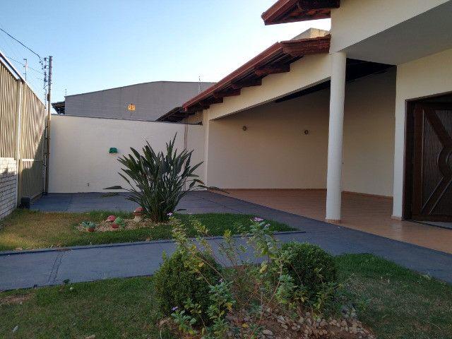 Casa Sudoeste, sozinha no lote . ( Cidade Jardim divisa sudoeste ) - Foto 4