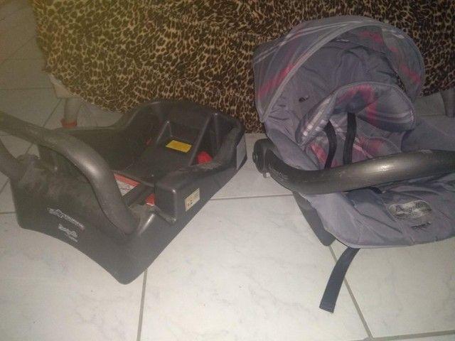 Vendo ou troco Bebê conforto com base para carro  - Foto 3