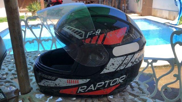 Vendo conjunto de capacete, numeração de ambos 58 - Foto 2