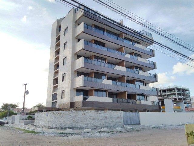 Apartamento com 03 quartos em Camboinha