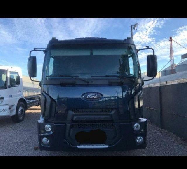 Caminhão Ford Cargo, 2422 (6x2)