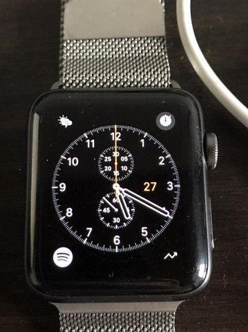 Apple Watch Serie 2 com pulseira prateada estilo milânes - Foto 3