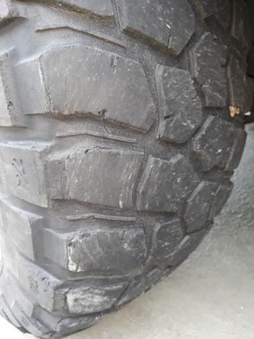 Vendo pneu 33x12.5/15