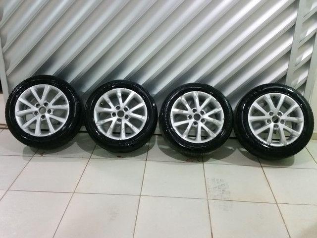 Roda aro 16 com pneus