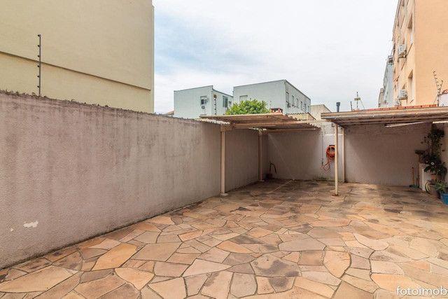 Vendo apartamento 2 dormitórios amplo e com garagem coberta no São Sebastião - Foto 5