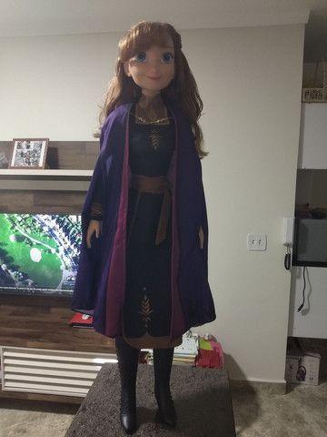 Boneca Anna (Frozen 2 /Disney) 80 cm em perfeito estado  - Foto 4
