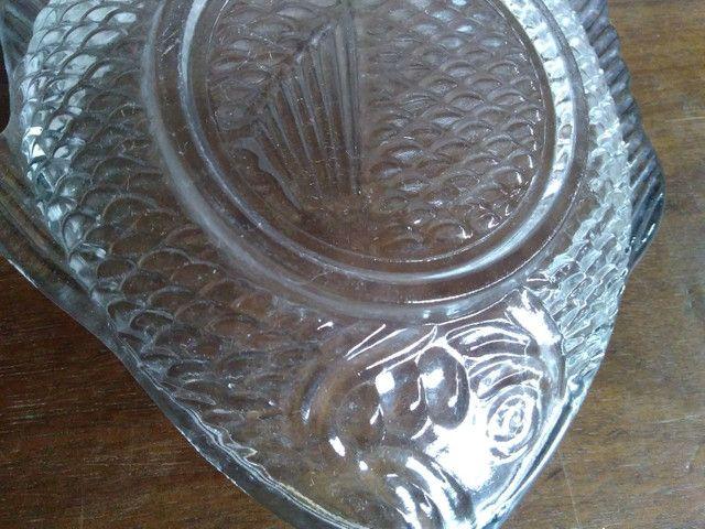 Prato de vidro em formato de peixe para canapés - Foto 3
