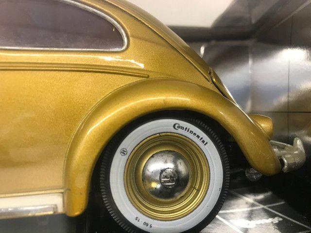 Miniatura Fusca Kafer Burago 1 18 edição especial - Foto 5