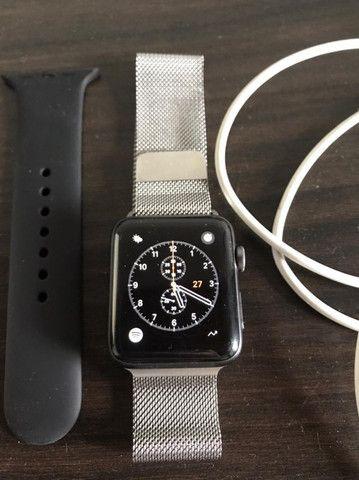 Apple Watch Serie 2 com pulseira prateada estilo milânes - Foto 2