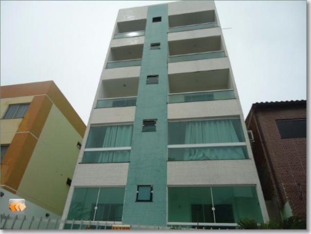 Apartamento 2/4 1 suite ambos com varanda 1 vaga bem localizado em Itapuã