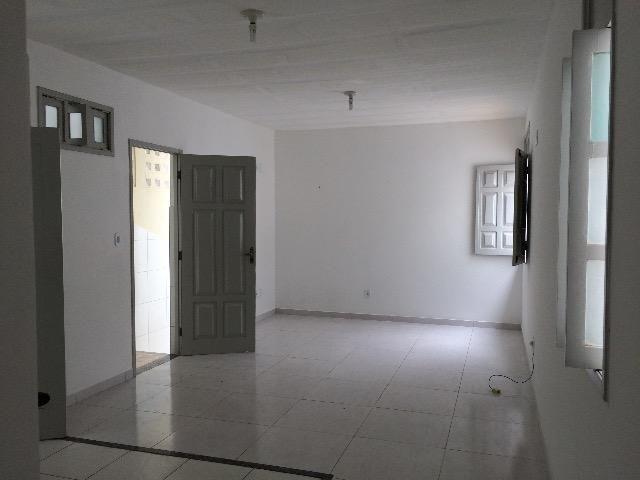 Apartamento Grande c/ 1/4, posição Leste