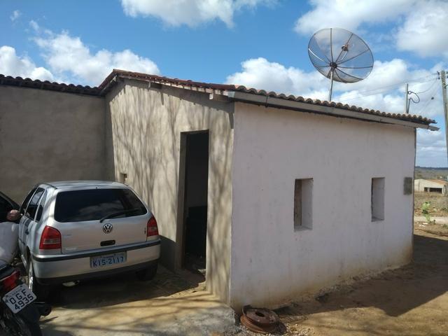 Casa com granja (Leia a descrição)