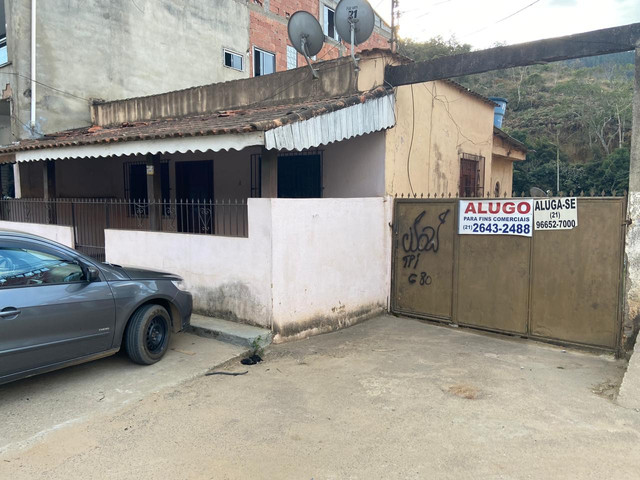 Alugo casa + Galpão