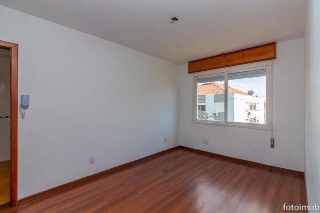 Vendo apartamento 2 dormitórios amplo e com garagem coberta no São Sebastião - Foto 2