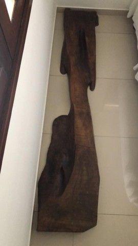 Escultura em madeira belíssima 1.000 - Foto 2