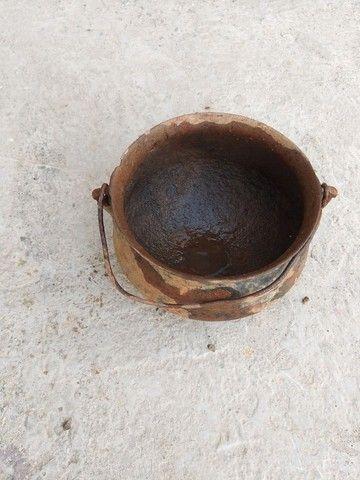 Caldeirão panela ferro furado antiguidade decoração artesanato enfeite  - Foto 2