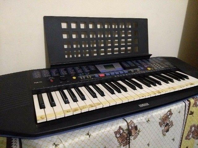 teclado yamaha modelo psr-78 em ótimo estado, com fonte e apoio para partitura. - Foto 5