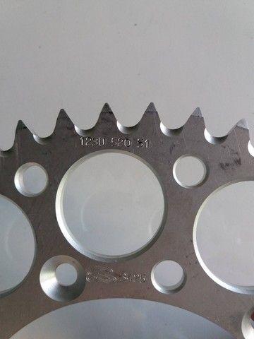Coroa Renthal Suzuki Rm 125/250 Rmz 250/450 Drz 400 Alumínio - Foto 4