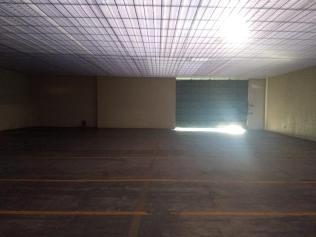 Galpão industrial 2000m², com docas, pé direito alto, piso de alta resistencia - Foto 3