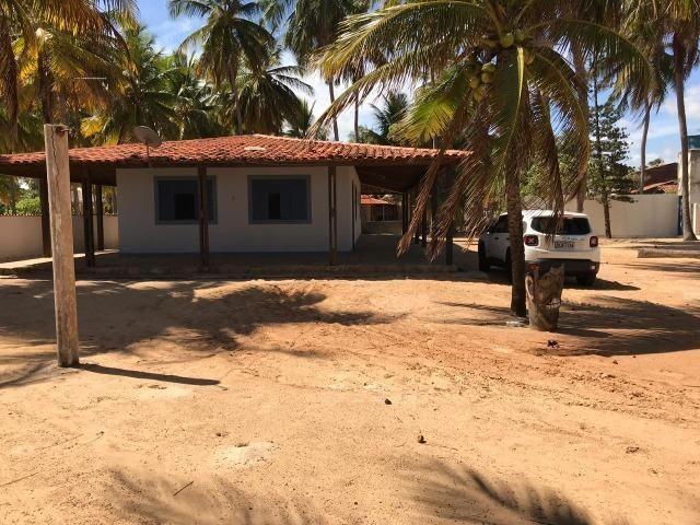 Vendo casa à beira mar (pé na areia) - Foto 2