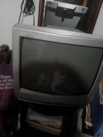 Tv 14 polegadas com controle remoto perfeito estado e funciona perfeitamente