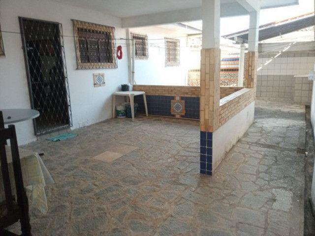 Casa nos bancários 03 quartos e 03 kitnets - Foto 2