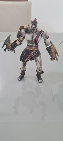 Actions Figures PlayArts Kay Ezio Assassins Creed e Kratos God of War Troco por jogos PS4