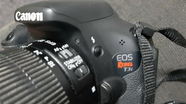 Câmera Canon EOS Rebel T3i - Fotografia e Filmadora