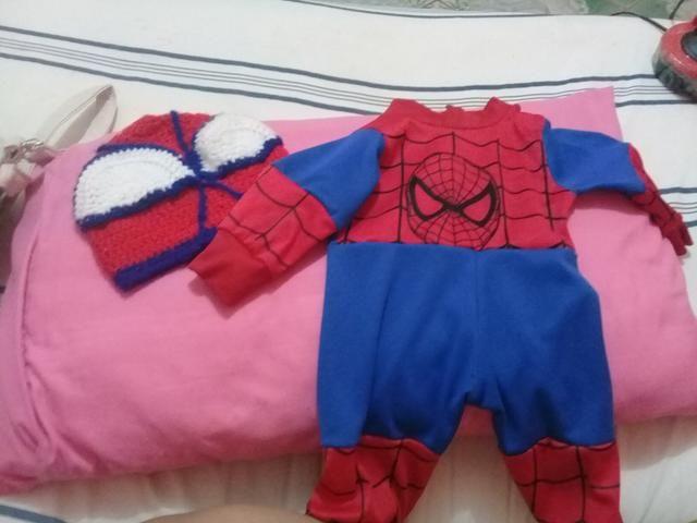 Fantasia de homem aranha com a. touca de crochê - Artigos infantis ... 5978b0f0a4e