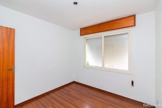 Vendo apartamento 2 dormitórios amplo e com garagem coberta no São Sebastião - Foto 3
