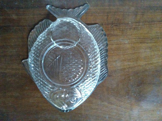 Prato de vidro em formato de peixe para canapés - Foto 4