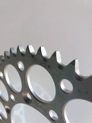 Coroa Renthal Suzuki Rm 125/250 Rmz 250/450 Drz 400 Alumínio - Foto 2