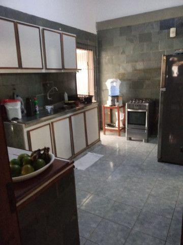 Casa nos bancários 03 quartos e 03 kitnets - Foto 8