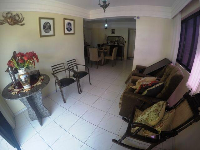 Lindo apartamento com 97,21 m², possui 2/4 sendo 01 suíte na Ponta Verde - Ref.: B1486