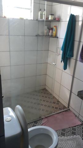 Vende, R$ 300.000,00, excelente casa na av. principal da folha 23 com kitnet no fundo - Foto 3