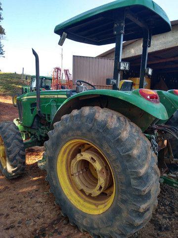 Trator John Deere 5090 4x4 90 cv 2013 com 5.400 horas sem trocas - Foto 4