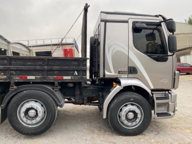 Volvo Vm 260 ano:11/11,cinza,bi-truck 8x2,com carroceria de 9 mts,ótimo estado - Foto 6