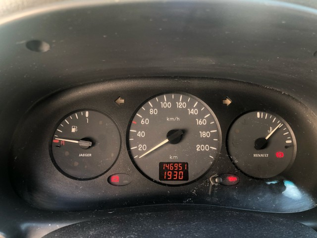 Renat Clio 1.0 4 pneus novos - Foto 5