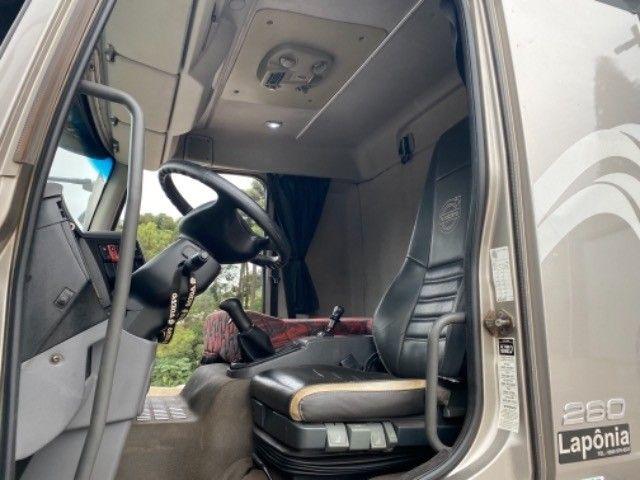 Volvo Vm 260 ano:11/11,cinza,bi-truck 8x2,com carroceria de 9 mts,ótimo estado - Foto 18