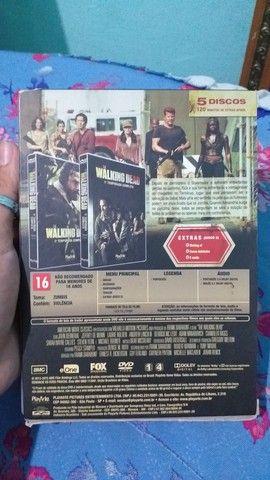 DVD 5 Temporada Completa The Walking Dead - Foto 2
