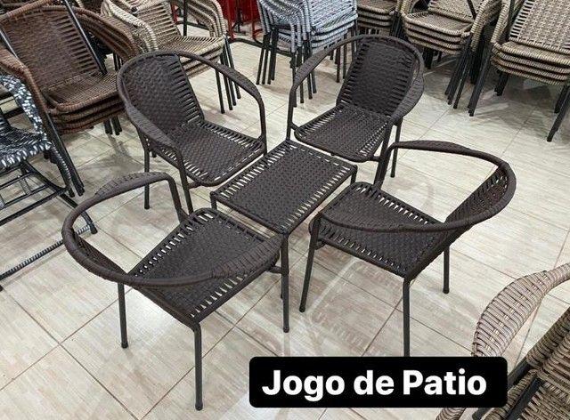 JOGO DE PÁTIO DE FIBRA RESISTENTE