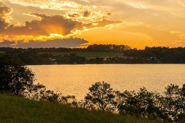 Casa no Lago! Terreno na Barragem de Ernestina é no Sunset Village - Foto 17